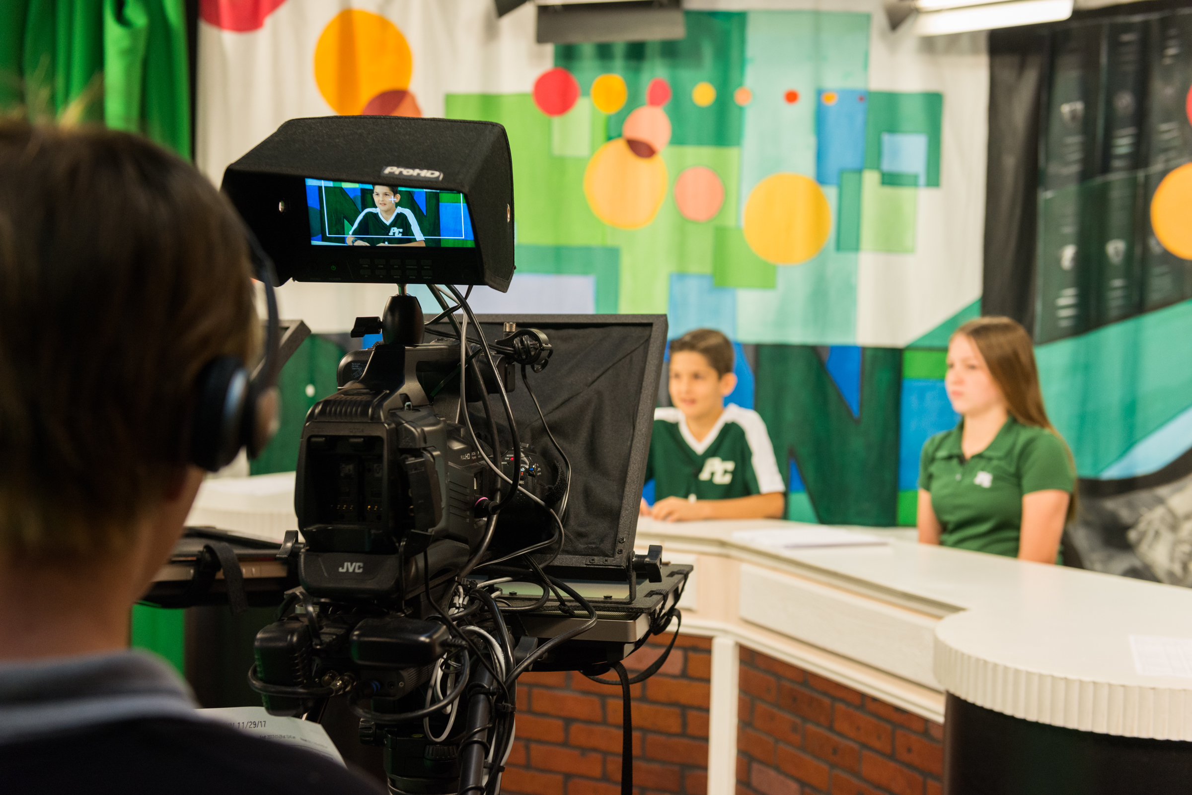 middle-school-students-in-broadcast-media-class